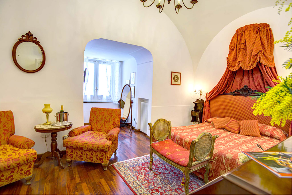 Red Room - Room in Sorrento