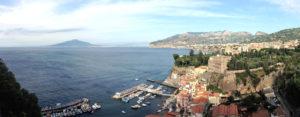 Il Golfo antistante Sorrento con il Vesuvio