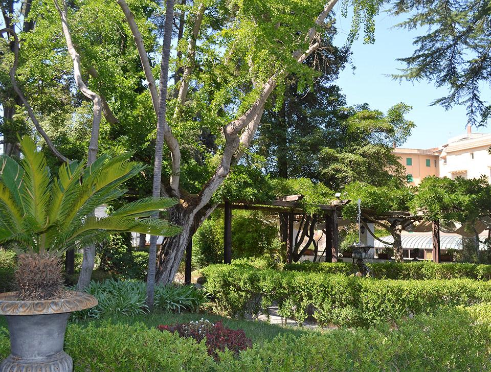The private park of La Rupe Relais in Sorrento