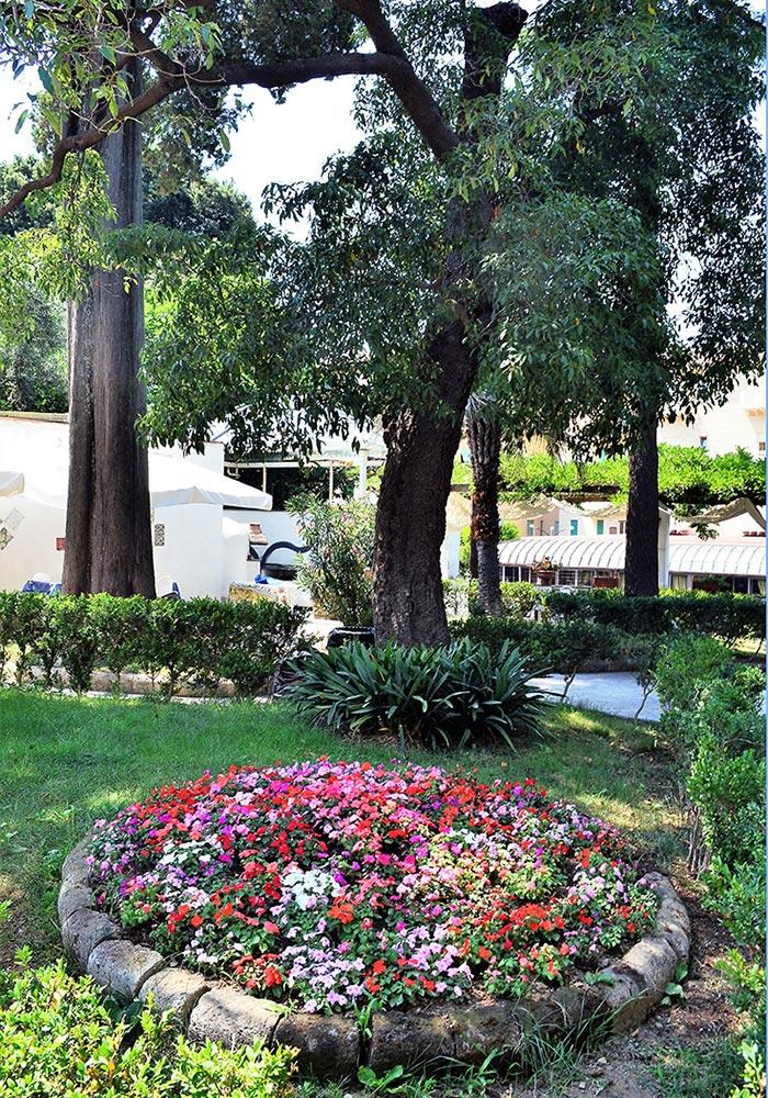 Private park in Sorrento - Relais La Rupe